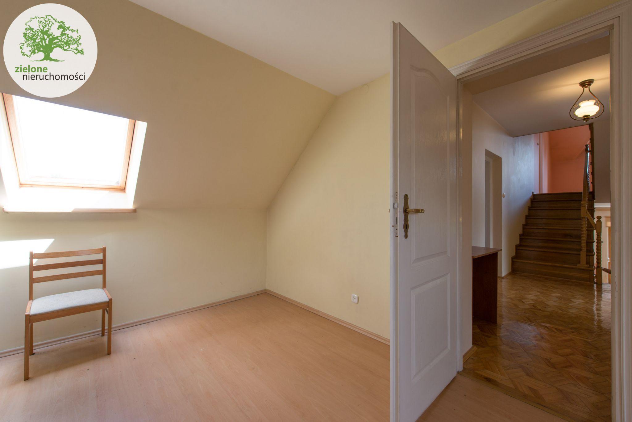 Zdjęcie 1112 pokoi, dom dla dużej rodziny lub na firmę