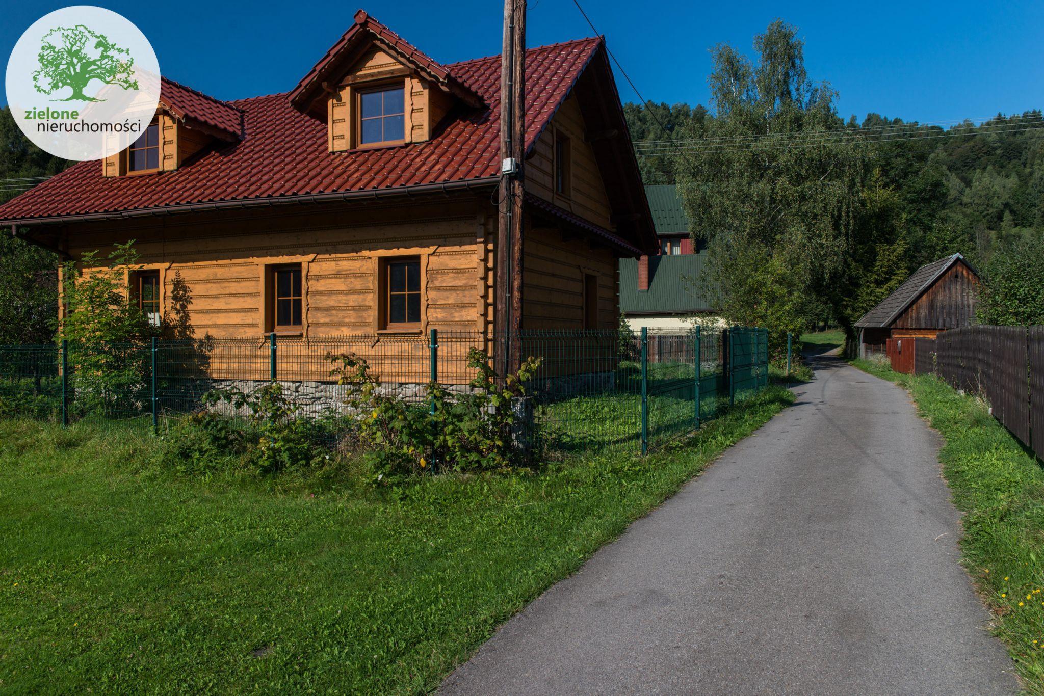 Drewniany, klimatyczny dom na wsi